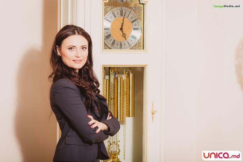 Corina Digore: Sociolog și avocat. A ajuns să împărtășească același domeniu de activitate cu soțul.