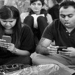 Foto: Detaliu ce apare în fiecare poză cu oameni obsedați de telefoanele lor