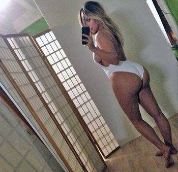 kim-kardashian-poza-oglinda
