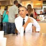 Foto: Barack Obama nu a avut cu ce achita masa la restaurant!