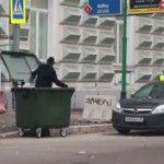 Foto: Andrei Macarevici a fost aruncat într-o urnă de gunoi!