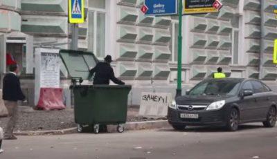 Andrei Macarevici a fost aruncat într-o urnă de gunoi!