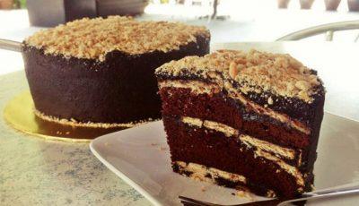 Desert simplu și rapid: prăjitura de ciocolată cu biscuiţi, fără coacere