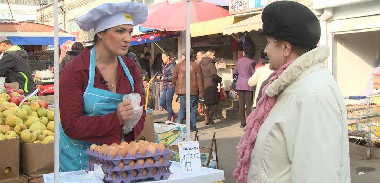 Foto: Actrița Margareta Pîntea vinde ouă la piață!