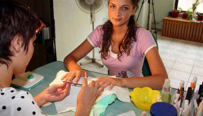 O femeie ar fi contactat virusul HIV prin instrumentele de manichiură!