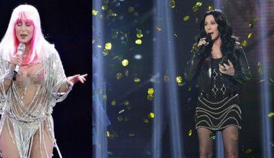 Cher, la 68 de ani, și-a scos sânii la vedere!