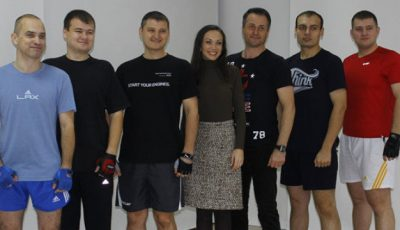 6 bărbați au urcat pe cântar. Unul dintre ei a slăbit 50 kg.