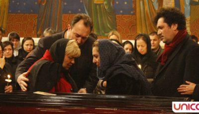 Sute de oameni își iau rămas bun de la Constantin Tănase