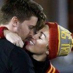 Foto: Miley Cyrus se iubește cu fiul lui Arnold Schwarzenegger