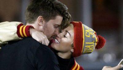 Miley Cyrus se iubește cu fiul lui Arnold Schwarzenegger