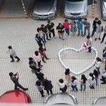 Foto: A folosit 99 telefoane iPhone 6 pentru a-şi cere în căsătorie iubita