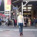 Foto: Experiment social. De ce a ieșit o femeie goală  pe străzile din New York (VIDEO)