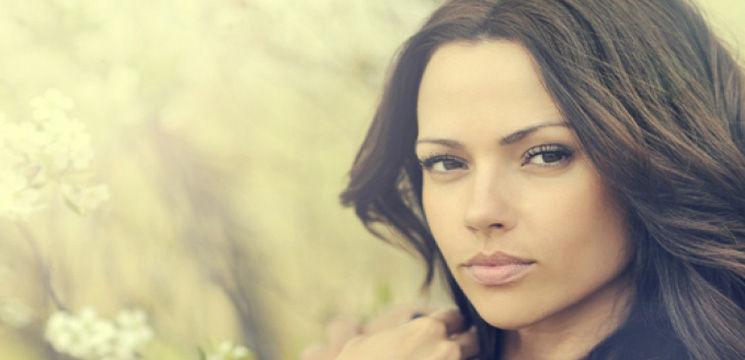 Foto: Cum să-ţi întuneci părul în mod natural