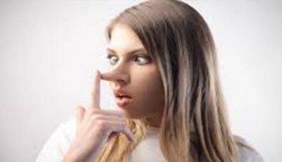 Top 10 minciuni pe care femeile le spun bărbaților
