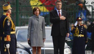 """Soția președintelui Iohannis, criticată de stiliști: """"Rochia trebuia să fie cel puțin două palme mai lungă și cu mâneci trei sferturi"""""""