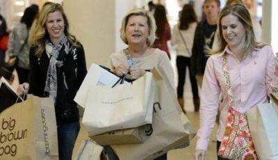 """""""Nu cumpăraţi haine noi anul acesta"""". Iată de ce"""