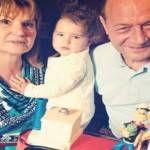 Foto: Traian Băsescu sărbătoreşte 39 de ani de căsnicie. Vezi cum arăta în rol de mire!