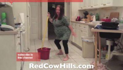 O femeie gravidă dansează până…. i se rupe apa! Video