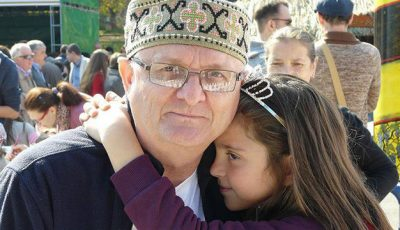 Vasile Botnaru face duet cu nepoțica Emi!