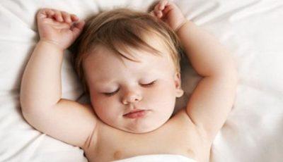 În ce poziţie trebuie să culci bebeluşul