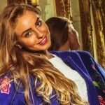 Foto: Un model din Moldova își permite genți de 6.000 de euro!