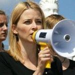 """Foto: Mămicile se adună la protest: """"Cu ce să ne hrănim copiii!"""""""