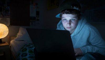 Copiii-bufniţă care nu dorm niciodată! Cum le afectează sănătatea noile tehnologii