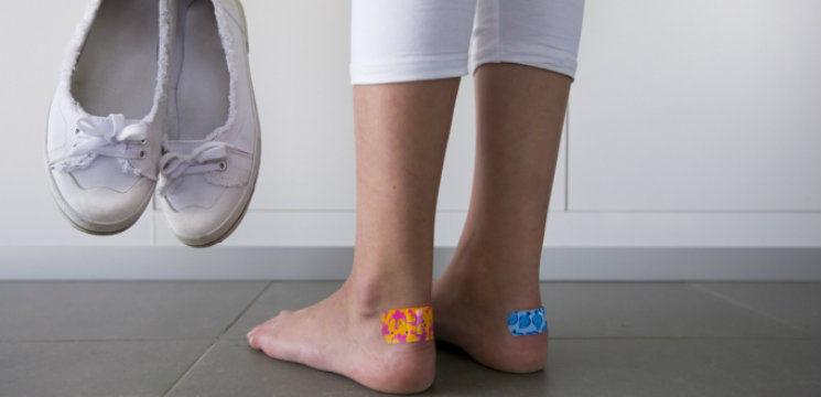 Foto: Trucuri ce previn formarea bătăturilor de la pantofi!