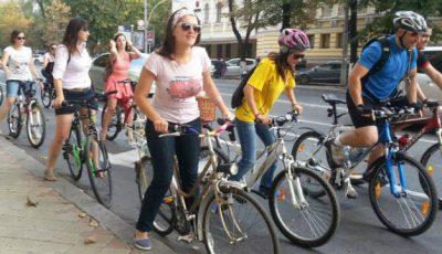 """Foc la pedale! O nouă ediție """"Fete pe biciclete"""""""