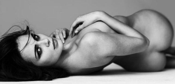 Foto: Xenia Deli, goală, pentru un celebru fotograf!