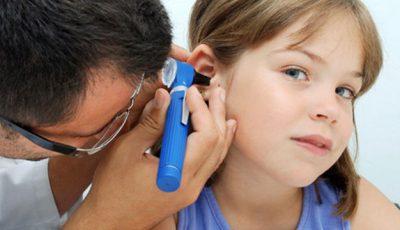 Dacă copilul nu suflă nasul, poate face otită!