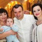 Foto: Cu drag de mama: Vasile  Advahov, în numele ambilor frați