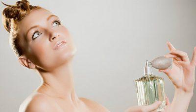 Cum foloseşti parfumul pentru un efect de durată