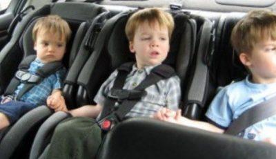 Ce greșeli fac părinții când pun copiii în scaunul auto