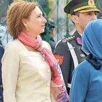 Foto: Designerii se bat pentru a o îmbrăca pe prima doamnă a României