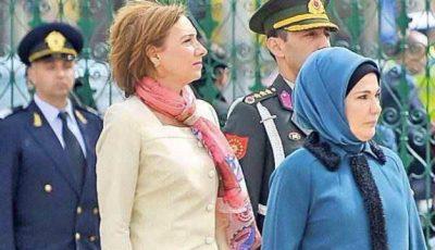 Designerii se bat pentru a o îmbrăca pe prima doamnă a României