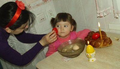 """Paștele în familia Corinei Țepeș. """"Bărbații merg la Biserică, femeile pregătesc bucate"""""""