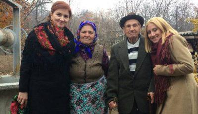 Paștele în familie. Viorica și Elena Lupu vopsesc ouăle doar în roşu!