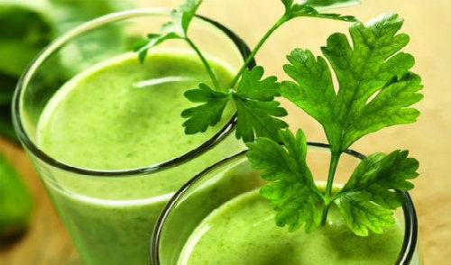 111Parsleyaaaa-Juice-Helps-to-Lose-Weight-and-is-Rejuvenating