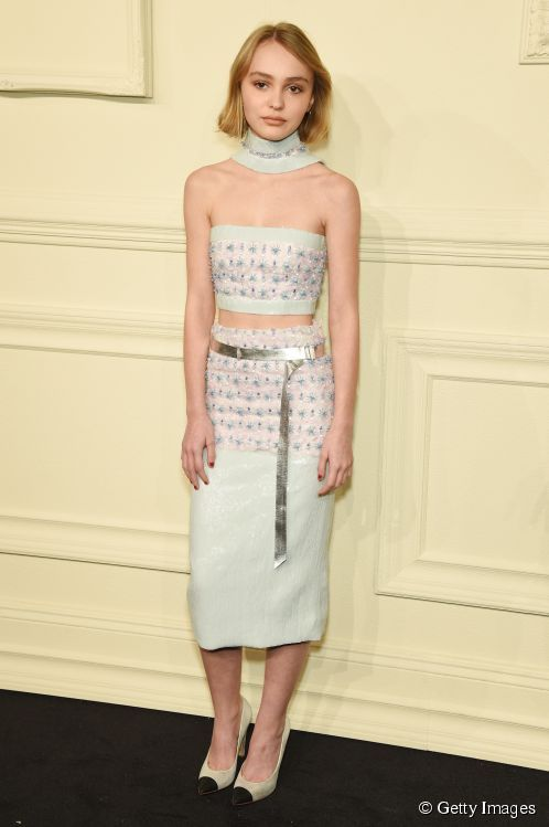 11384-lilyrose-depp-attends-the-chanel-498x0-1