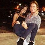 """Foto: Surorile Kardashian, despre tatăl lor: """"Vom putea face sex lesbienesc cu el."""""""
