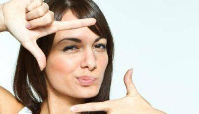 4 obiceiuri care îți adâncesc cearcănele. Evită-le!