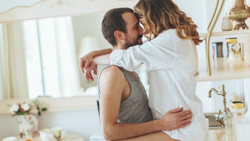 Foto: Sex în bucătărie. Cinci poziții pentru un orgasm garantat