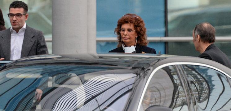 Foto: Sophia Loren se plimbă prin Moscova!