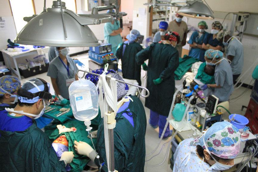 inovatie-un-pacient-epileptic-cu-tumoare-cerebrala-a-fost-operat-in-stare-treaza-la-scr