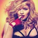 Foto: Madonna a pozat nud în semn de protest!