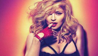 Madonna a pozat nud în semn de protest!