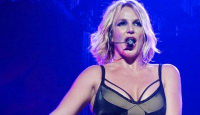 Britney Spears a căzut pe scenă!
