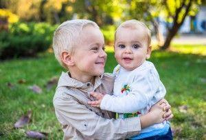 Gemeni-identici-nascuti-la-5-ani-diferenta-300x203