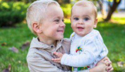 Gemeni identici născuţi la 5 ani diferenţă